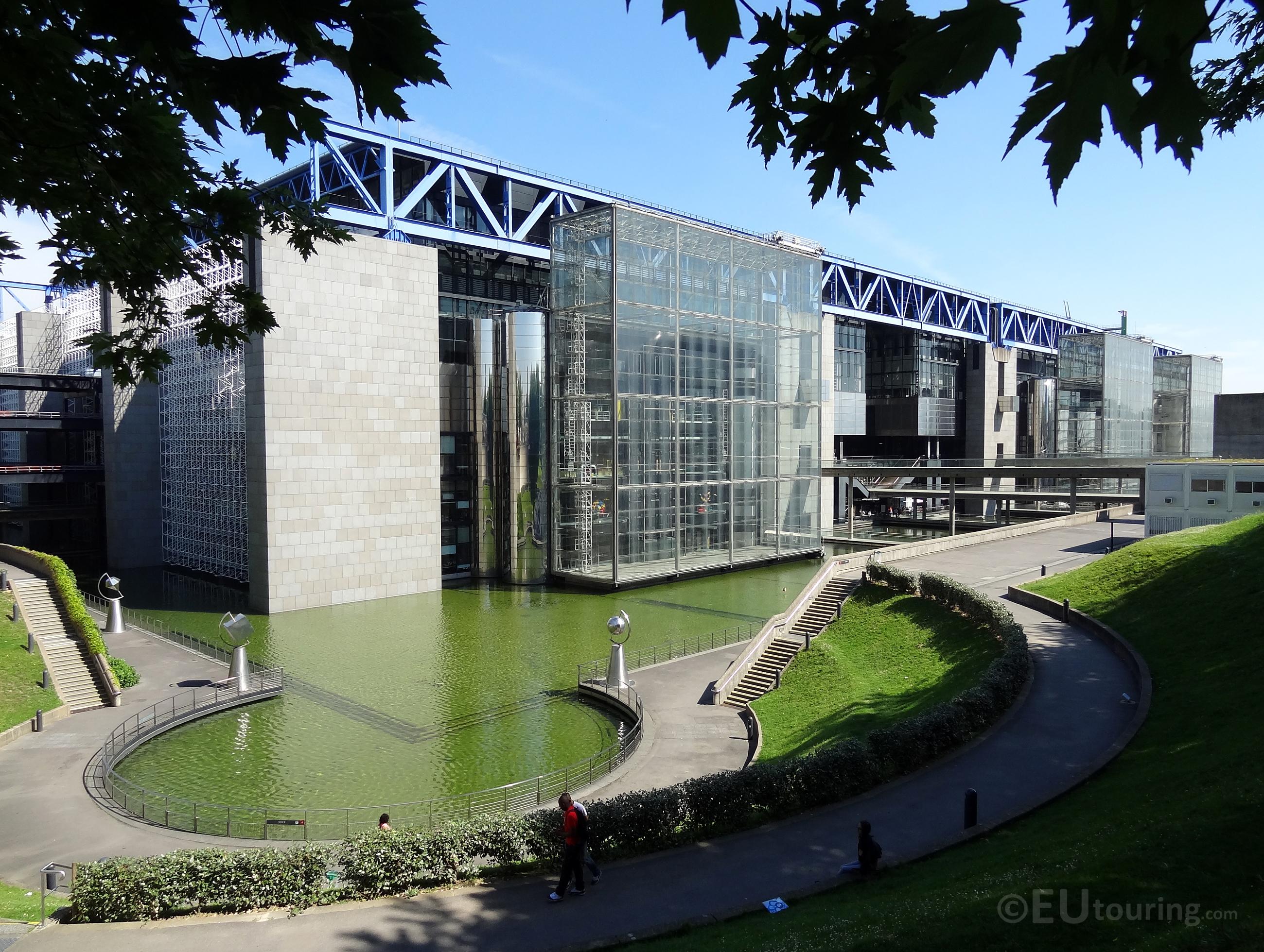 The front of Cite des Sciences