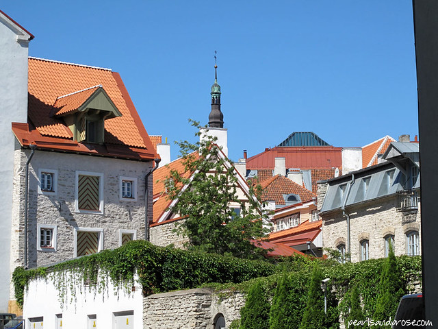 tallinn_orange_roofs_web