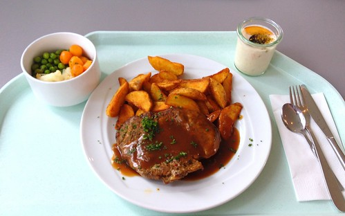 Schweinenackensteak mit Rotweinjus & Country potatoes / Pork neck steak with red wine sauce & country potatoes