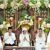Berdoa. Dekorasinya indah sekali.   Beautiful #weddingdecoration on Puteri+Rifki #weddingceremony | #javanesewedding #muslimwedding at #Yogyakarta #IndonesianWedding | #wedding #photowedding by @poetrafoto #indonesianweddingphotographer
