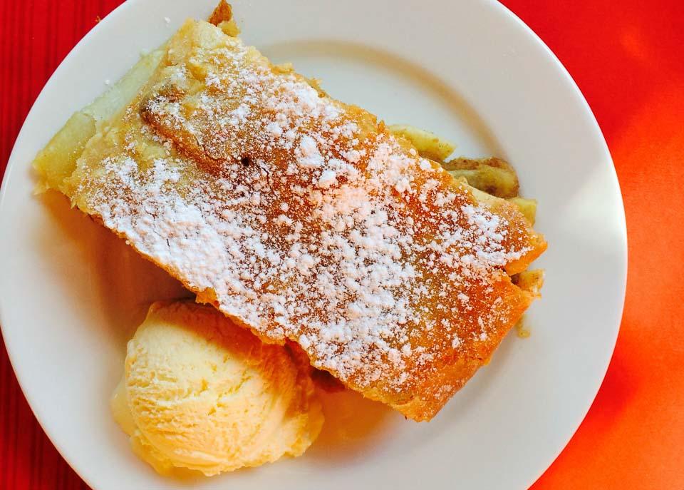 Apfelstrudel by lunchforone