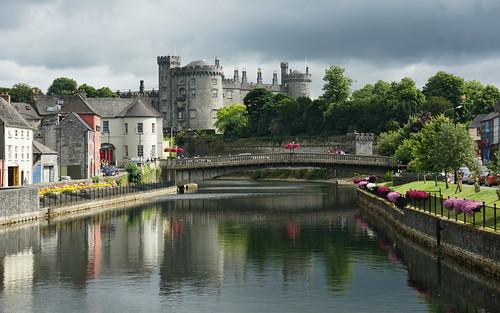 bridge kilkenny ireland castle water river day cloudy sony nore rivernore 2014 countykilkenny kilkennycastle a700 dslra700