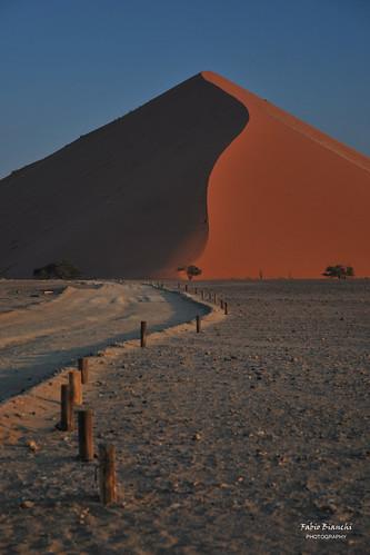 africa light sunset red sand tramonto desert curve namibia rosso luce deserto sabbia curva dune45 namibdesert sinuoso namibnaukluft namibnaukluftnationalpark duna45 desertodelnamib parconazionalenamibnaukluft