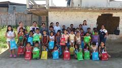 Alcaldía de Chone entregó útiles escolares a niños y niñas de dos barrios