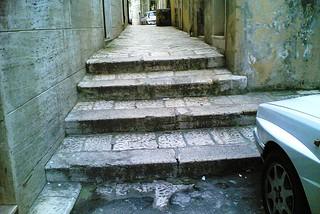 Noicattaro. Barriere architettoniche front