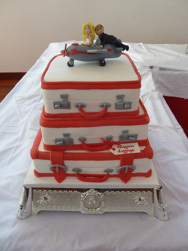 picture of wedding cake - modeled on suitcases