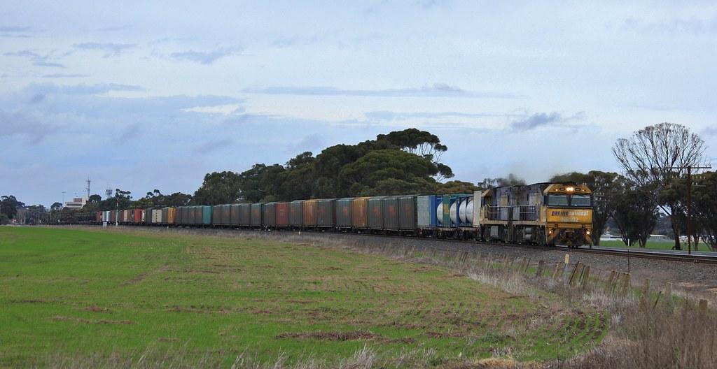 NR102 and NR23 power a 3 quarter loaded BA6 through Horsham by bukk05