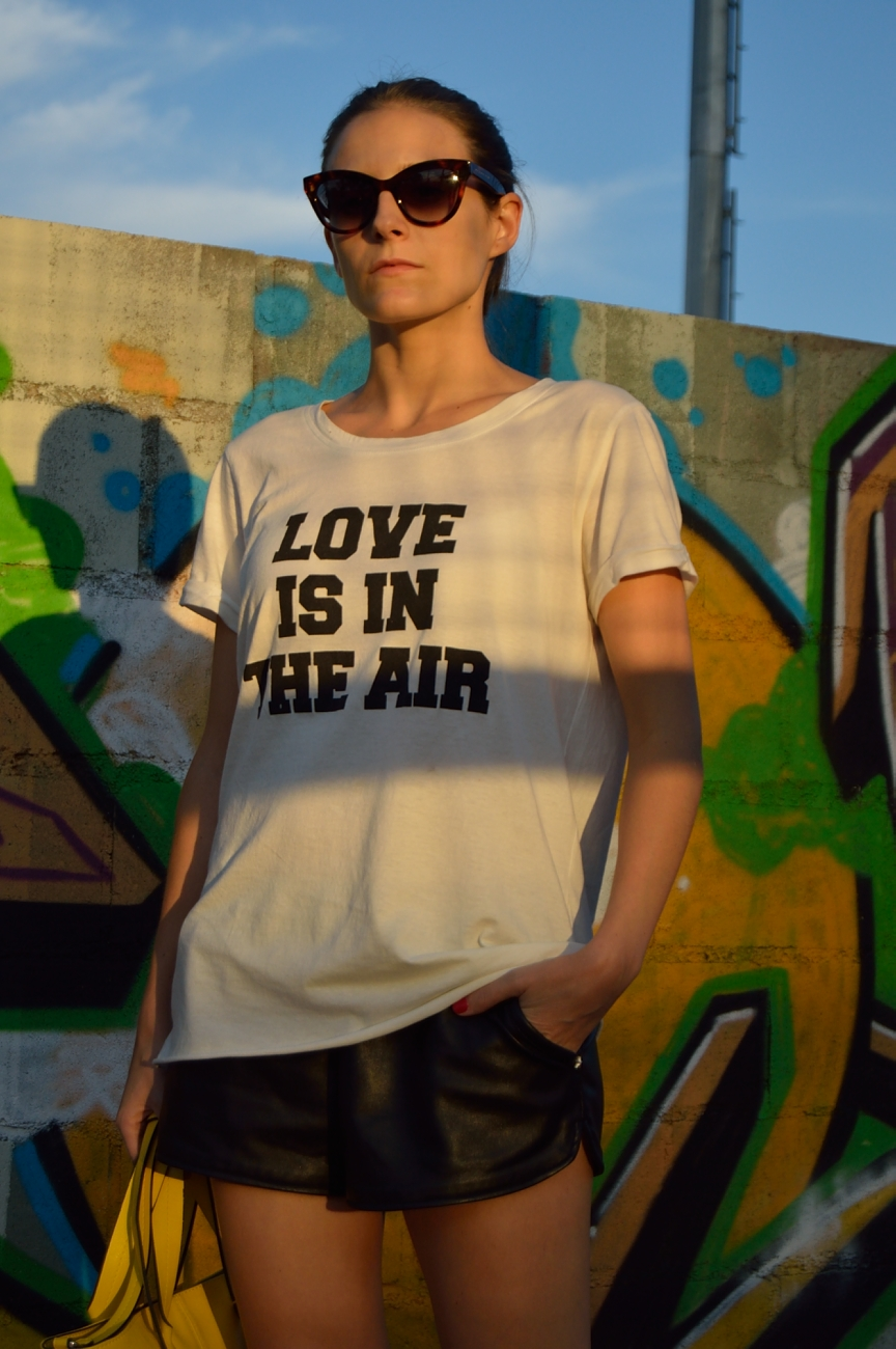 lara-vazquez-mad-lula-fashion-style-streetstyle-love-tee