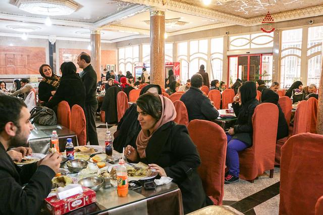 "A local restaurant serves only ""Beryuni"", Isfahan イスファハン、名物料理ベルヤーニーだけを出すレストラン"