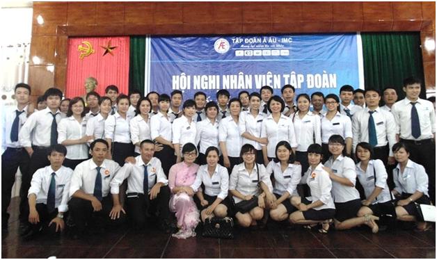 cong-ty-dong-tay-hoi-nghi-nhan-vien-2014