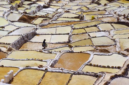 sea people white black peru water inca cuzco america landscape amazing pentax cusco south salt valley sacred andes sel ponds region maras terasse evaporation pérou kx explotation salineras