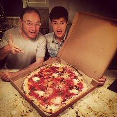 Así o más grande?? #pizza #timatopie @herrerafluis @estebanpga #saturdaynight