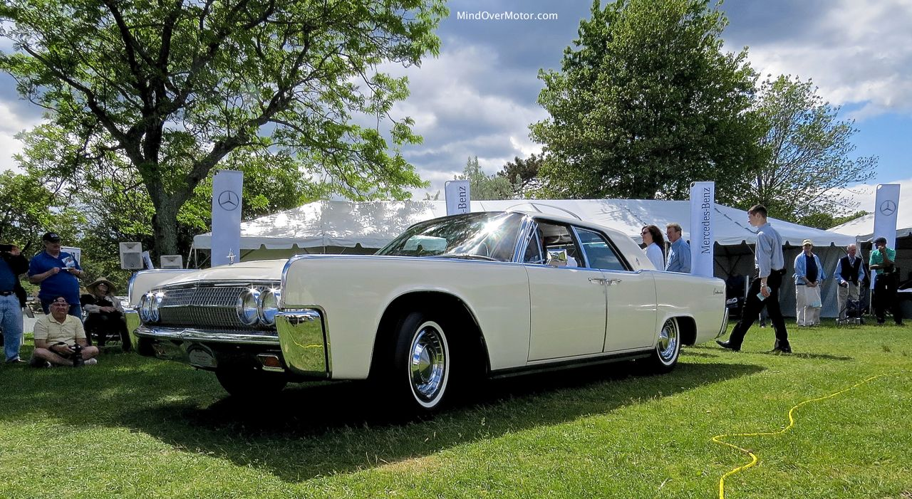 Lincoln Continental Sedan Side Angle