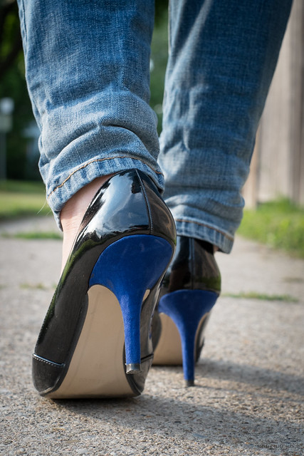 Black and blue pumps 02
