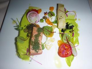 Salmón marinado y cherne con guacamole