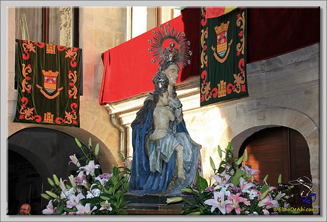1 Procesión y canto de la Salve, desfile de peñas y toro de fuego