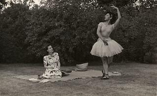 Celia Franca striking a ballet pose in a park, 1944 / Celia Franca prend une pose de ballet dans un parc, 1944