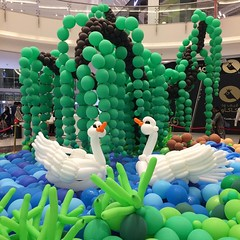 Somewhat insane amounts of balloon animal/entire habitat with this huge balloon sculpture (?) at Mall of Qatar. #balloon #balloons #balloonanimals #balloonsculpture #mallofqatar #seemydoha2017 #qatargram #doha #swans