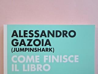 Come finisce il libro, di Alessandro Gazoia (Jumpinschark). minimum fax 2014. Progetto grafico di Riccardo Falcinelli. Copertina (part.), 4