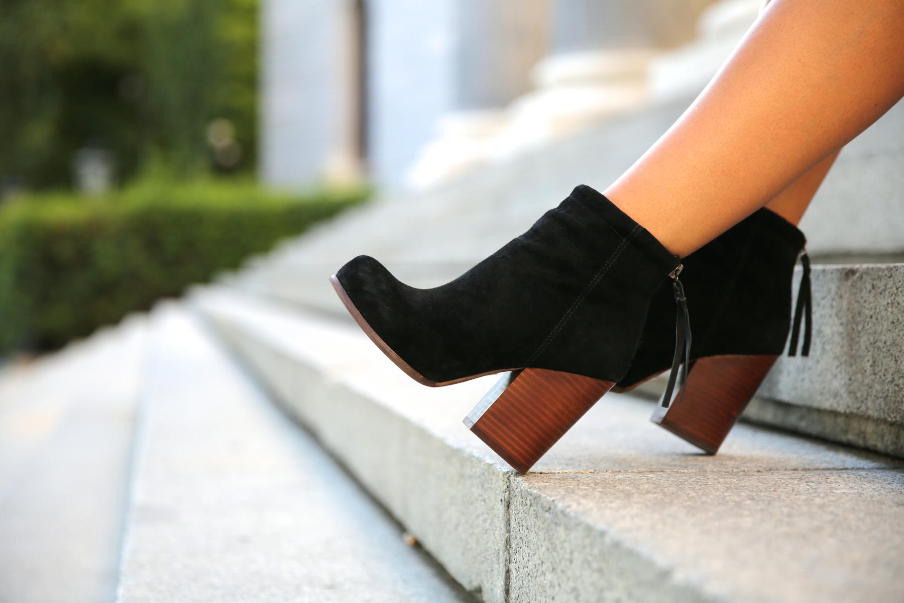 trendy_taste-look-outfit-street_style-ootd-blog-blogger-fashion_spain-moda_españa-animal_print-boho-casual-falda-skirt-black_booties-botines_negros-jeffrey_campbell-zara-bolso_flecos-vintage-7