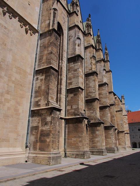 聖母升天大教堂的側牆