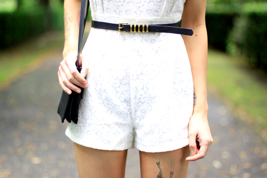 AX Paris white lace short playsuit kaviar gauche inspired chic fashion week berlin outfit ootd fashion blogger Ricarda Schernus CATS & DOGS blog 4