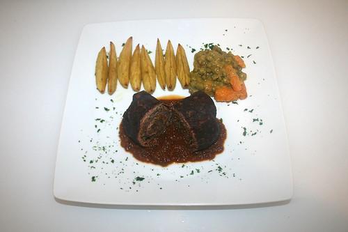 69 - Rinderrouladen mit Walnuss-Feigenfüllung - Serviert / Beef roulades with walnut fig stuffing - Served