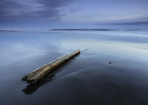 sunset seascape beach landscape coast iceland twilight log sand cloudy driftwood hafnarvik