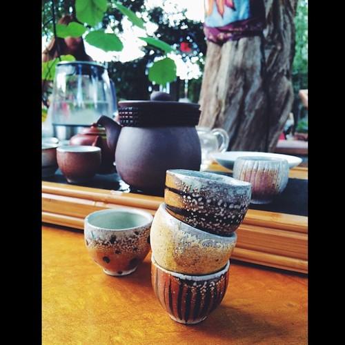 Simply stunning handmade tea cups ??   #propaddiction #vsco #vscocam @leaflounge @chocolatree #travel #jjupandaway