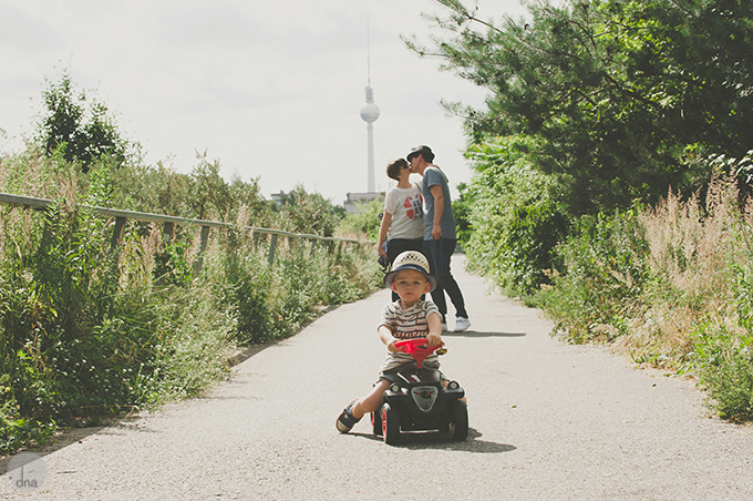 Katja Mike and Levi family shoot Prenzlauer Berg Berlin shot by dna photogrpahers 0102