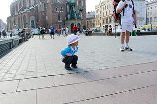 Image of Rynek Główny. boy hat square picture henry kraków mainsquare whitehat gutt rynekgłówny henrygroven 丁奕脉