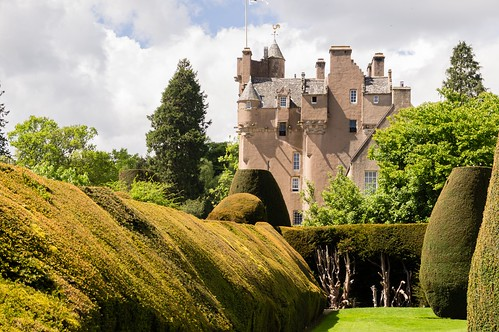 Grey or white ladies are famous in British ghost stories. But what about the green lady? Click here to learn about the Green Lady of Crathes Castle.