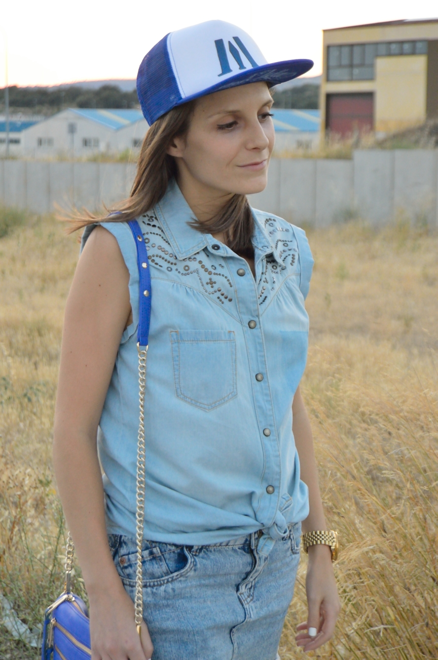 lara-vazquez-mad-lula-fashion-style-look-cap-what's-going-on-denim