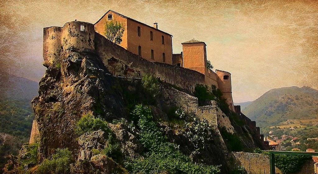 Korsika, Corte, Die Zitadelle (serie), Hoch über der Stadt , malerisch auf einem Felssporn gelegen,  11414/3866