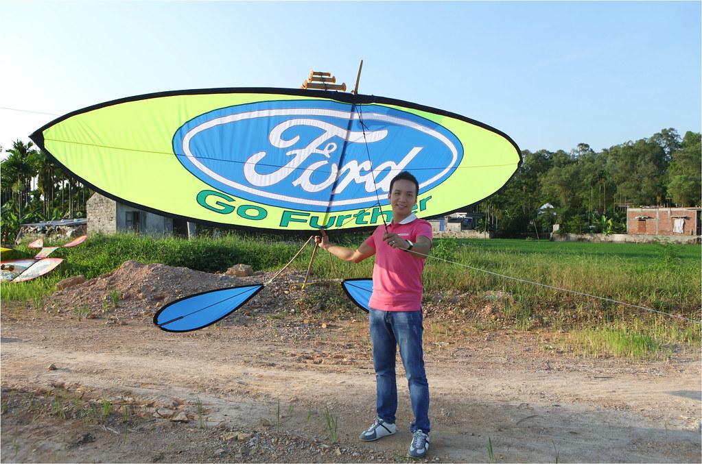 Hoàng Phú và chiếc diều sáo có logo của Ford