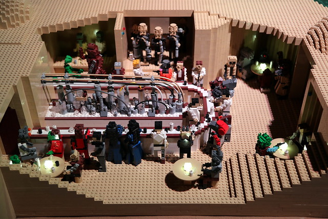 Can you see Greedo and Han in the Cantina?