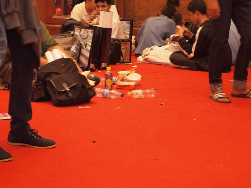 Sampah di lantai Hall AFAID 2014