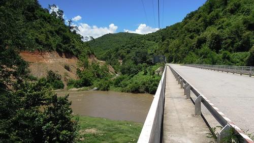 2014 laos nikon p300 namneunsong bansoplao houaphanh province bridge river road