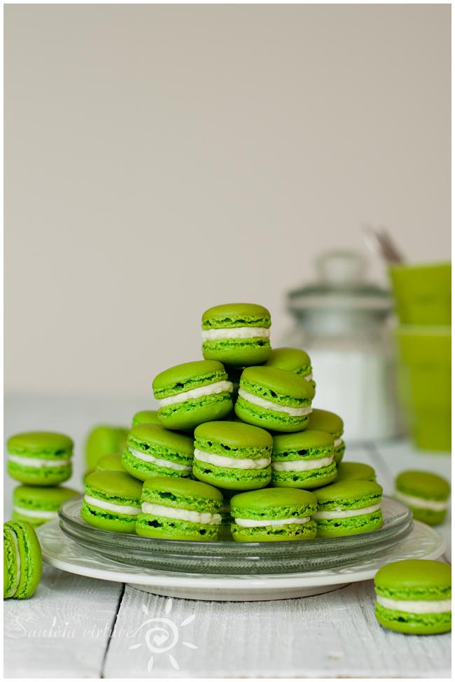 Žali macarons (2)