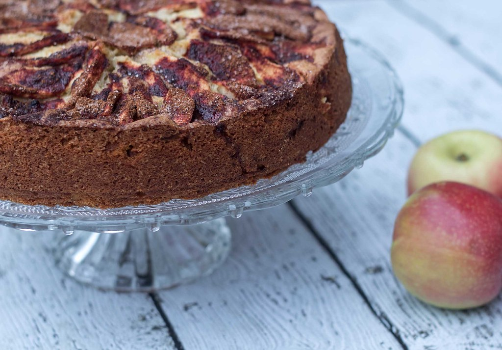 Recipe for Homemade Apple Cake with Cinnamon