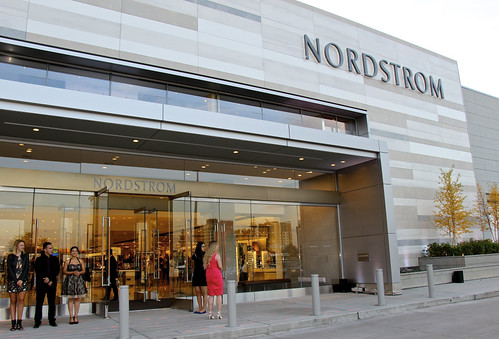 Nordstrom arrives in Canada, promises unique experience