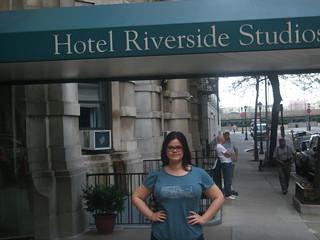 Her står jeg udenfor det hotel, jeg boede på i 2006. Billedet blev taget på min 5 års dag.
