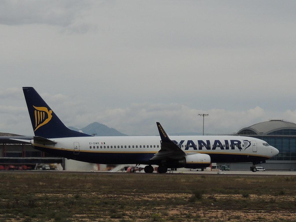 EI-DWK - B738 - Ryanair