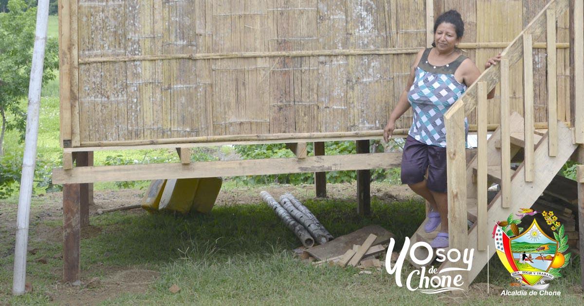 En sitio Badeal de Chone familia recibió vivienda del Hogar de Cristo