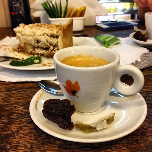 Café de Jacu. Uma singela homenagem à Itália, que hoje tomou no Suárez.