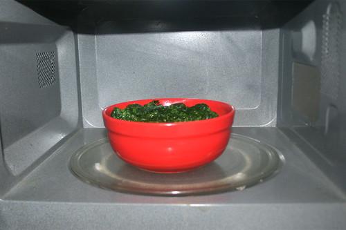33 - Blattspinat auftauen / Defrost leaf spinach