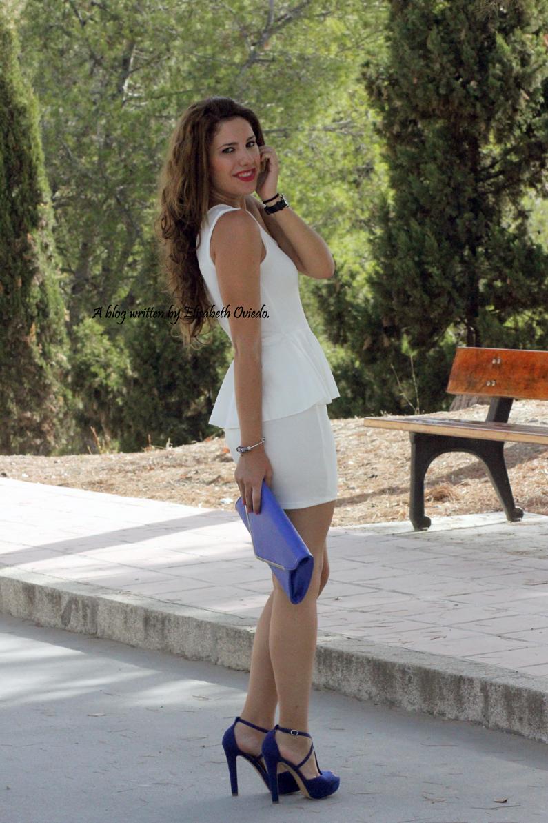 vestido-blanco-peplum-y-tacones-azules-marypaz-HEELSANDROSES-(4)