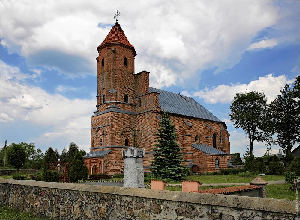 Гнезно, Костел св. Михаила Архангела