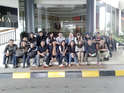 Feri Sulianta with utama students 03