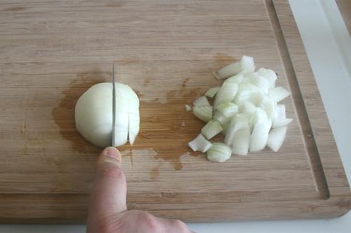 20 - Zwiebel grob zerkleinern / Hackle onion